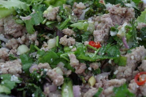 Salade de porc haché Laab Moo - Cuisine thaï © par Fanny GRW - Recettes d'ici et d'ailleurs