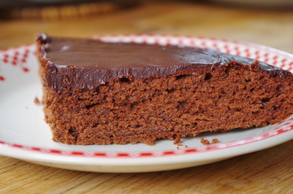 Gâteau moelleux au chocolat à décorer