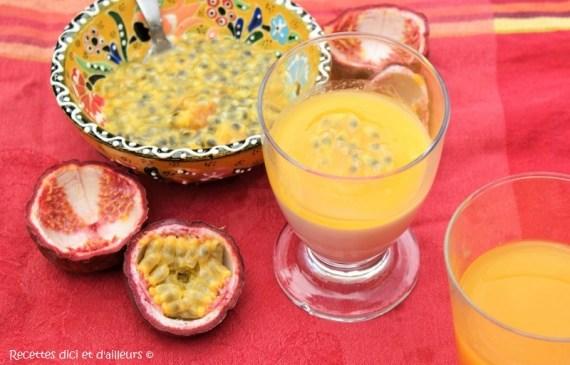 Panna cotta de coco au fruit de la passion - Recette vegan © Recettes d'ici et d'ailleurs