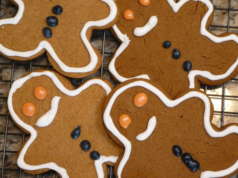 Gingerbread Biscuit - Step 6 - Decorate