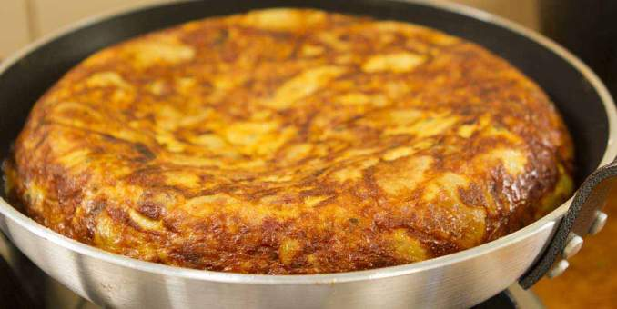 Spanish Omelette (Few Ingredients) - Easy Meals with Video