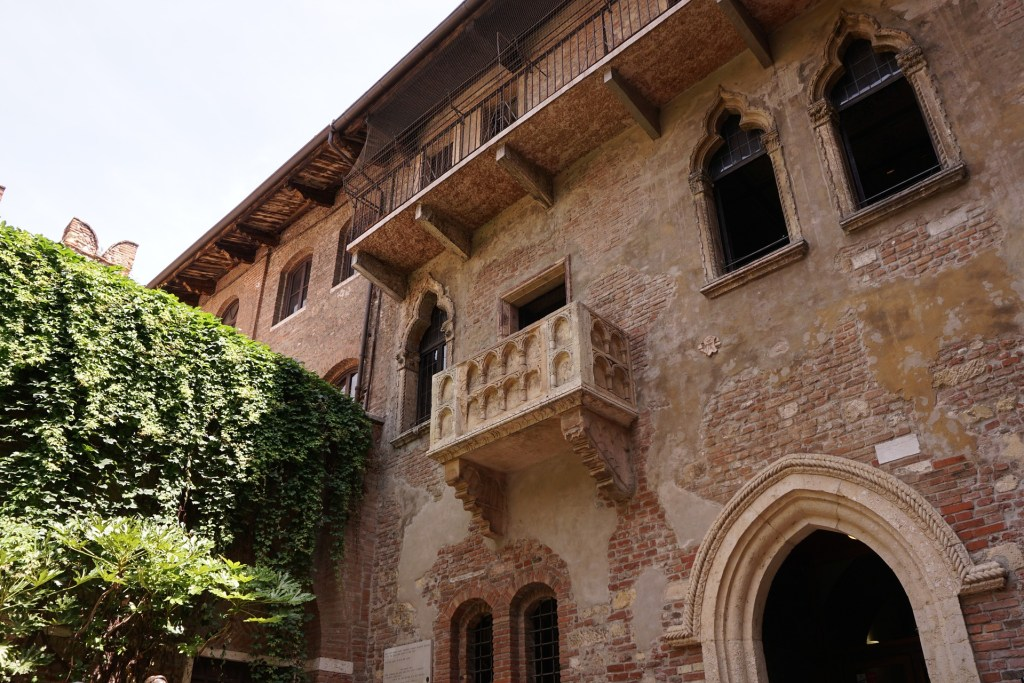 Juliet's balcony at Casa di Giulietta Photo Credit: Pixabay
