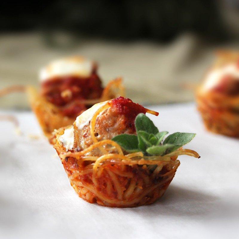 Portable Pasta: spaghetti and meatball bites