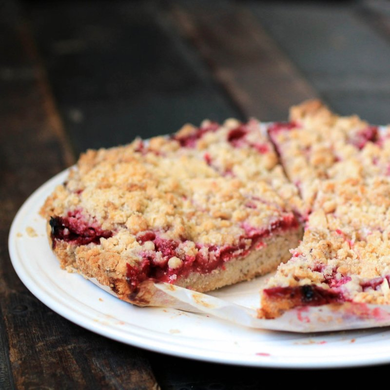 Fresh Raspberry Crumb Cakes