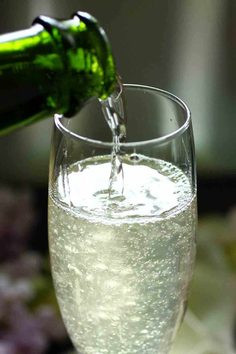 """""""The Gin Gin 75"""": champagne cocktail with gin and ginger"""