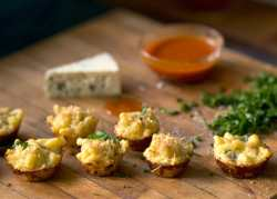 blue cheese macaroni bites with buffalo dipping sauce