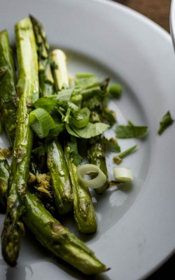 quick and easy garlic ginger asparagus