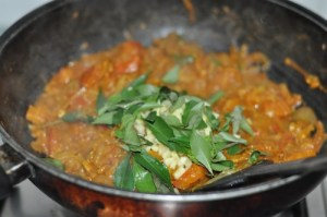 KERALA egg roast - add curry leaves