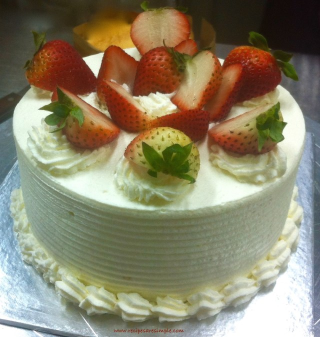 Sponge Cake with Strawberries and Whipped Cream