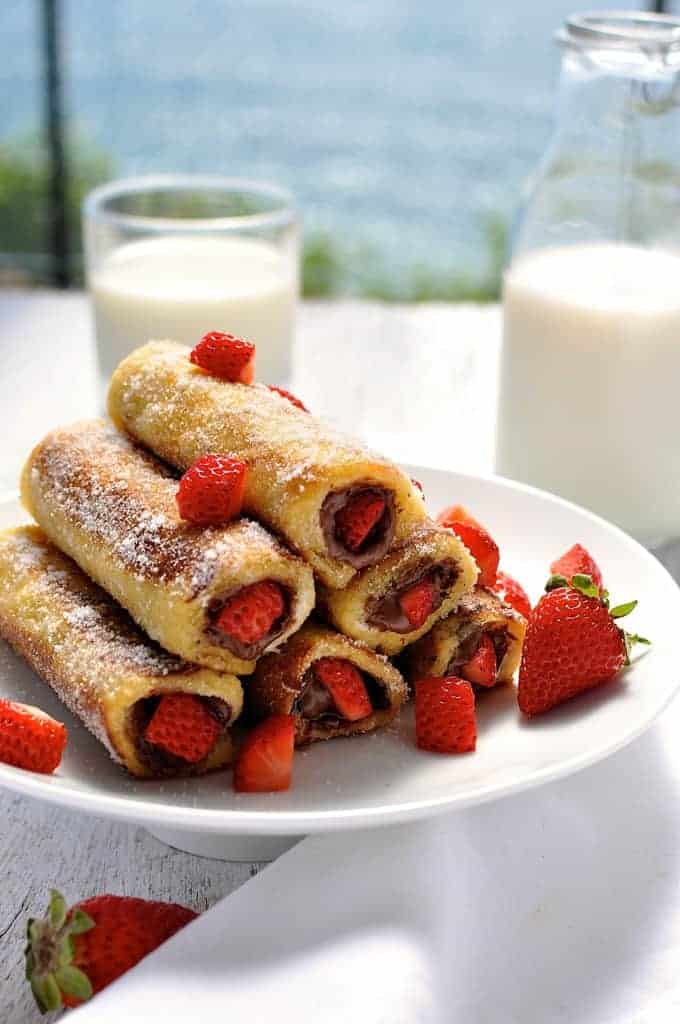 Strawberry Nutella French Toast Roll Ups - just a handful of ingredients to make these in 15 minutes. They taste like doughnuts! www.recipetineats.com
