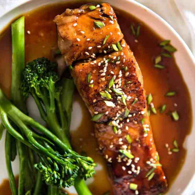 A spectacular way to serve salmon which is crazy fast, crazy easy and crazy delicious! Honey Garlic Salmon recipetineats.com