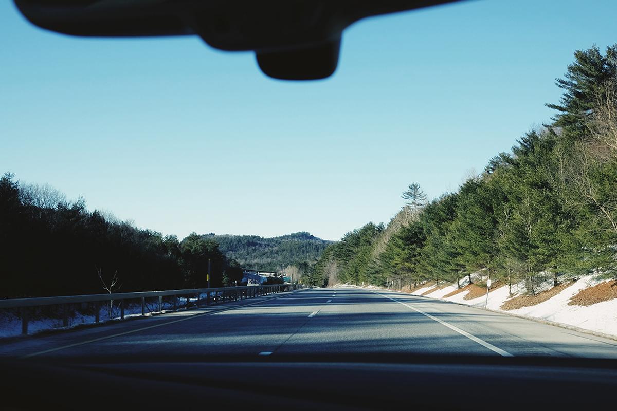 carretera donde ha tenido lugar un accidente. foto de reclamador.es
