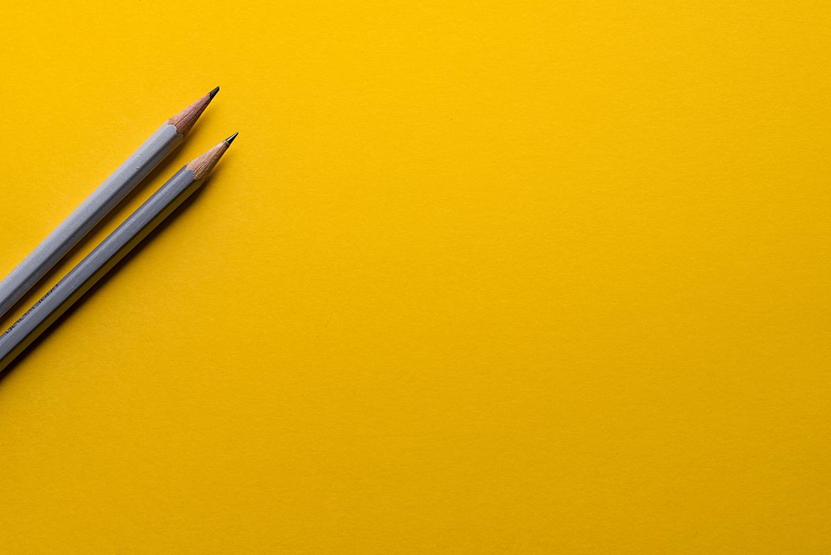 lápices dispuestos para firmar un despido. foto de reclamador.es