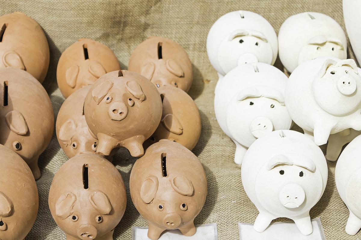 huchas para simbolizar lo que puedes ahorrar con los gastos de formalización de hipotecas. foto de reclamador.es, compañía de reclamaciones online