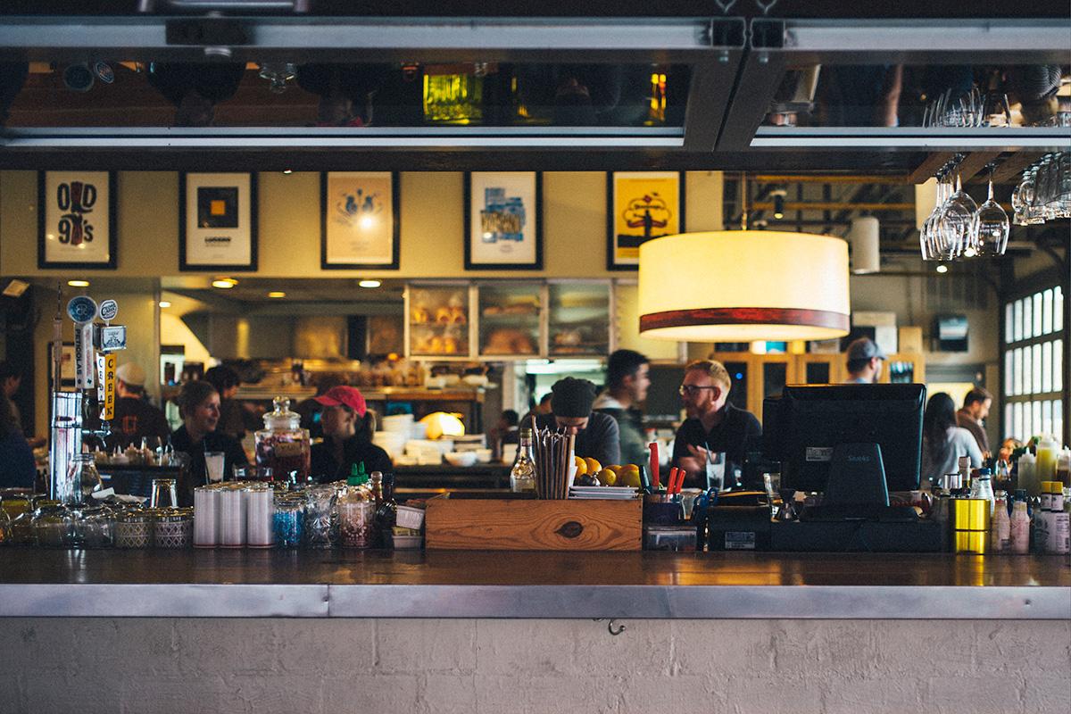 Cómo hacer una reclamación en un bar o una discoteca