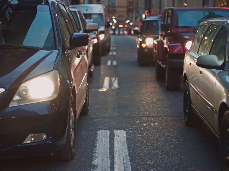 Consejos para viajar con niños en el coche de forma segura este verano