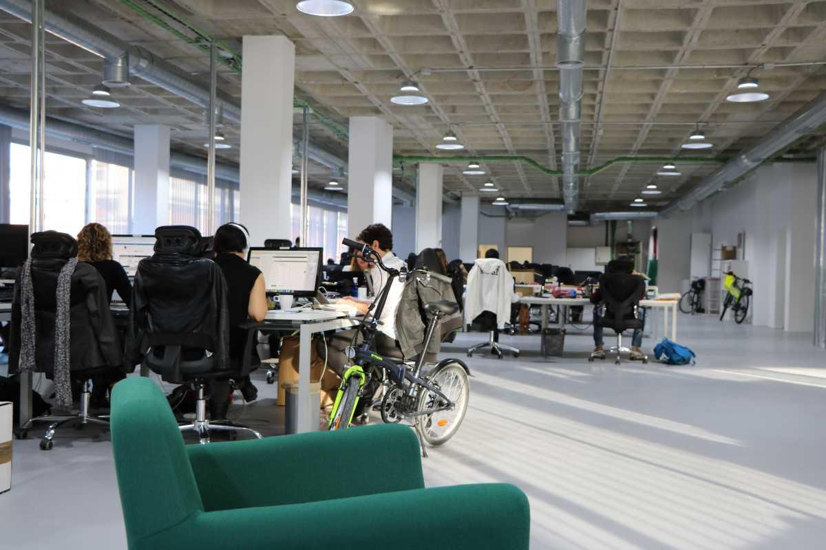 espacio diáfano en las nuevas oficinas de reclamador.es en legazpi