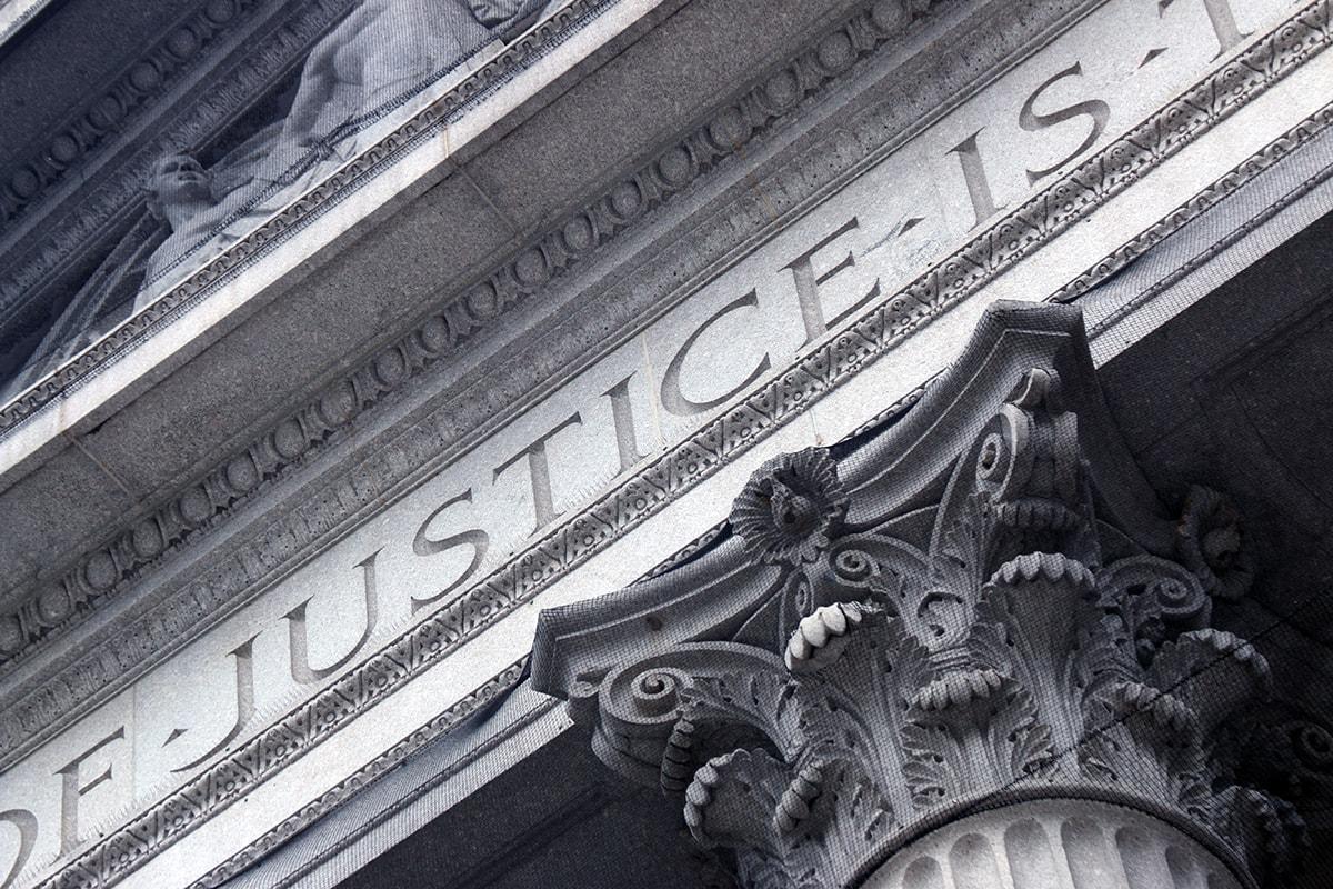 tribunal de justicia que juzga cláusulas abusivas, foto de reclamador.es, compañía online de reclamaciones