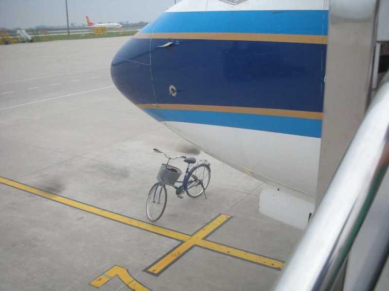 ¿Qué se considera equipaje especial en un vuelo y cómo se factura?
