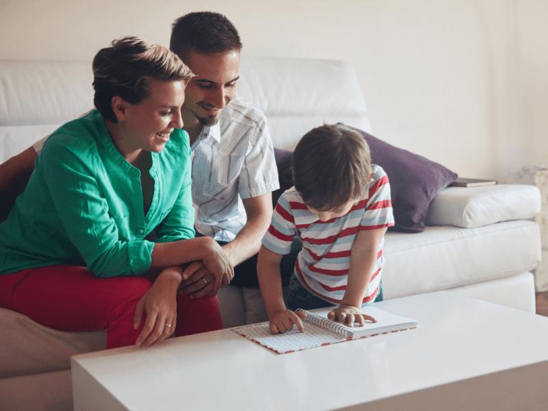 Padres solicitando la prestacion por maternidad y paternidad