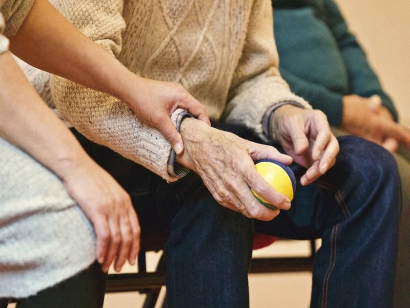 Maltratos en residencias geriátricas: esto es lo que hay que hacer para reclamar