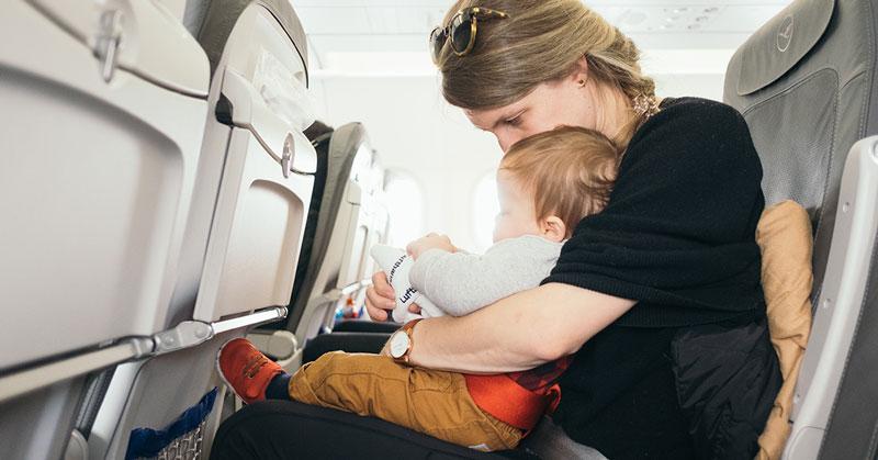 viajar con niños en avión documentación reclamador