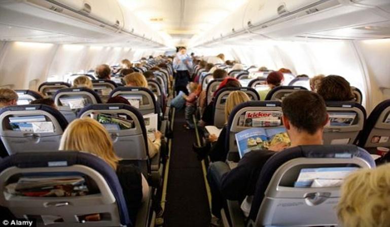 Cómo sobrellevar un vuelo largo