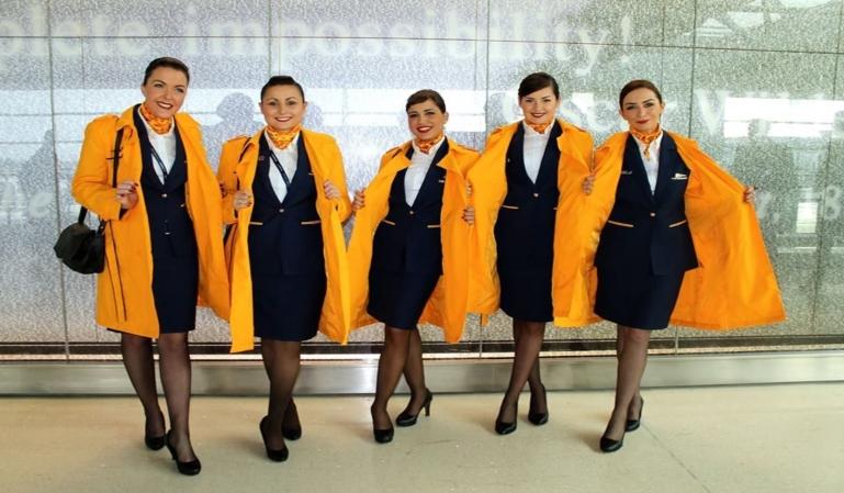 Ryanair demandada por sus uniformes para mujer