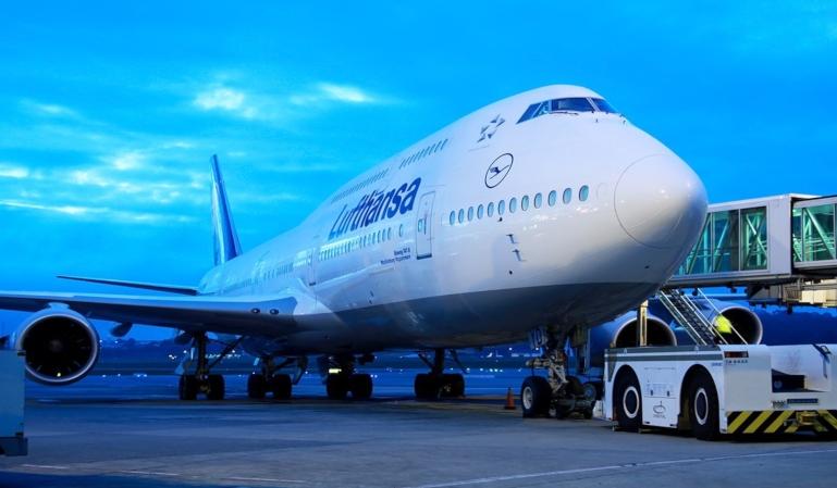 Un 747 de Lufthansa pierde una parte del motor en el aterrizaje