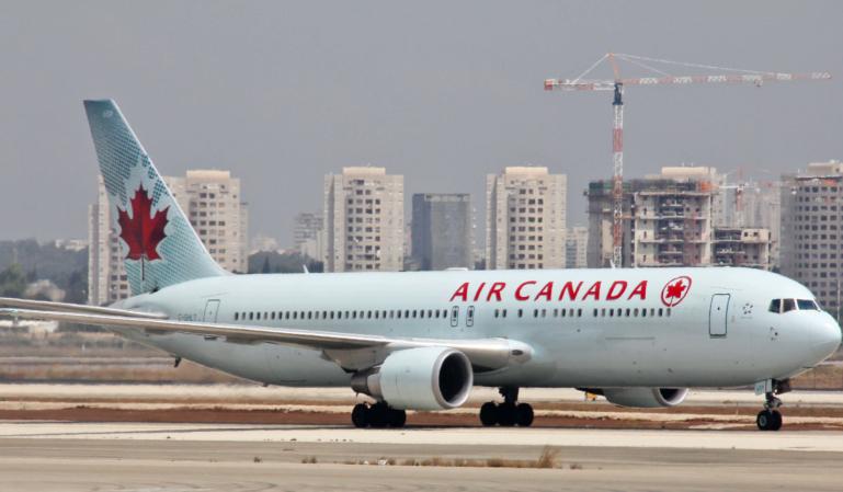 Air Canadá olvidó a una pasajera dentro de un avión