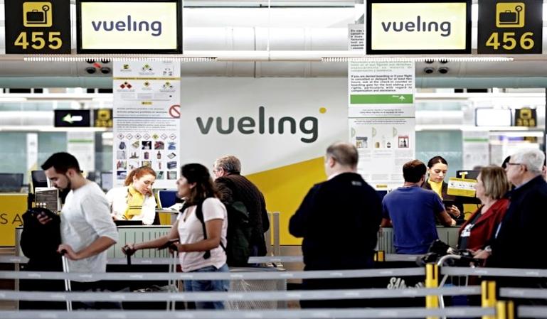 Vueling cancela 112 vuelos por la huelga de Iberia