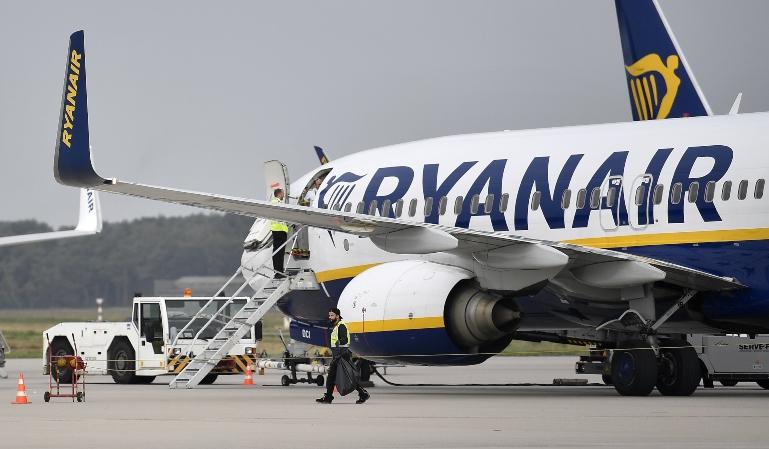 Ryanair impide volar a una pasajera en silla de ruedas
