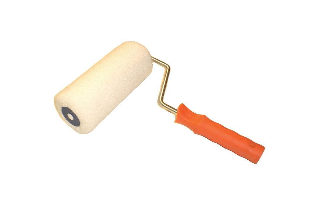 Il rullo è lo strumento pratico e veloce per tinteggiare uniformemente le pareti o per stendere i fondi isolanti di preparazione. Recolor
