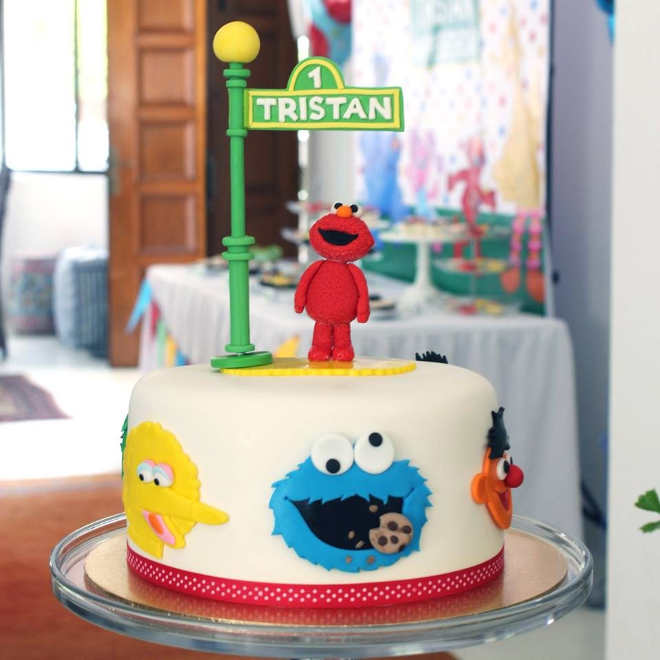 11 Custom Made Elmo Cakes You Can Order Right Now