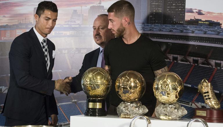 Cristiano Ronaldo saluda a su entrenador, Rafa Benítez