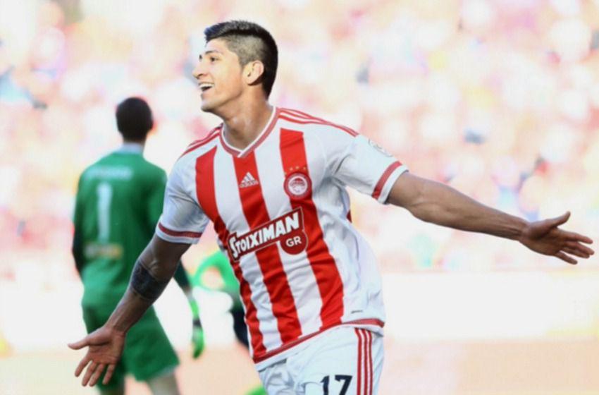 Pulido celebra un gol con Olympiacos