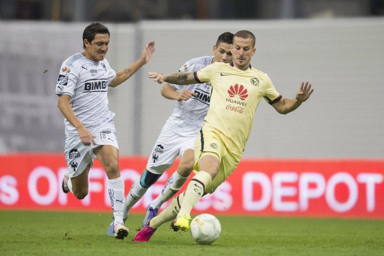Benedetto conduce balón en Semifinal contra Monterrey
