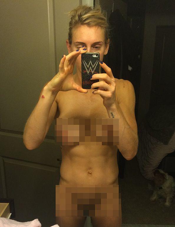 Charlotte Flair posa desnuda en una selfie
