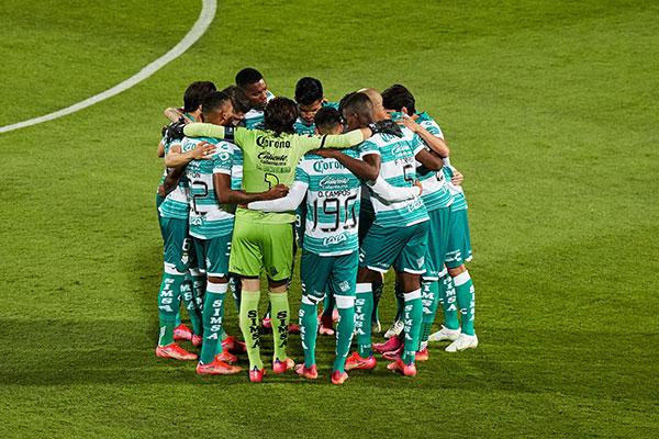 Jugadores de Santos previo al juego de Ida