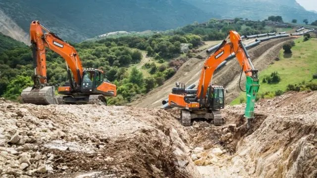 52 escavatori Doosan al lavoro per la realizzazione del TAP, il più grande  gasdotto in Europa | Recover Web