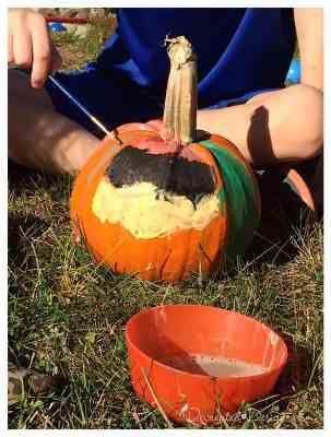 pumpkins_being_painted