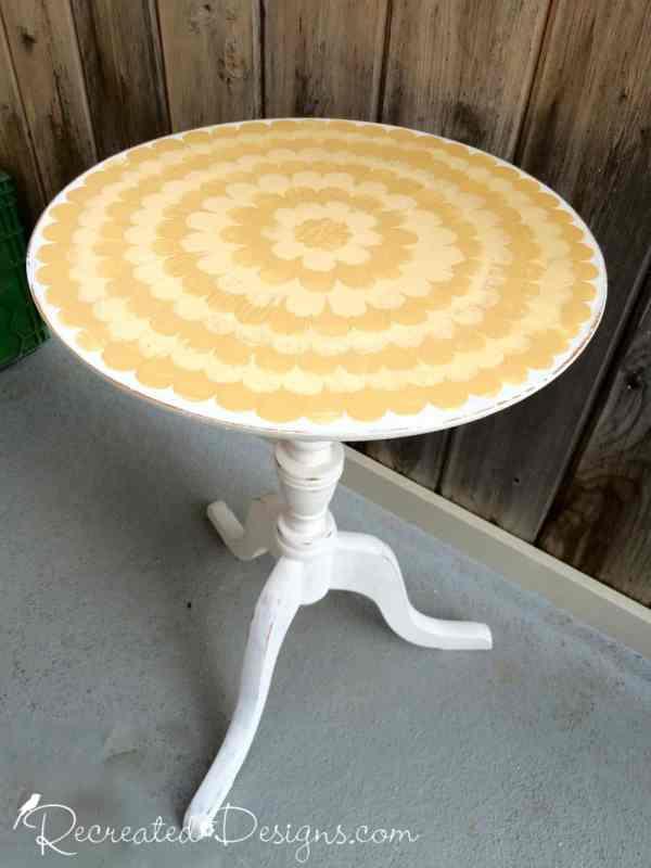 sunsiny-yellow-flower-table-arles-recreateddesigns
