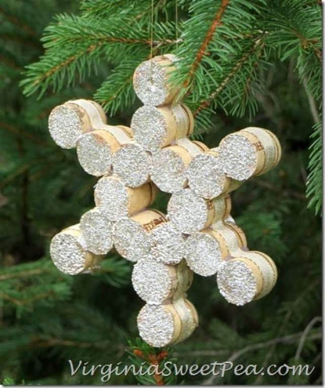 wine-cork-christmas-ornament2_thumb