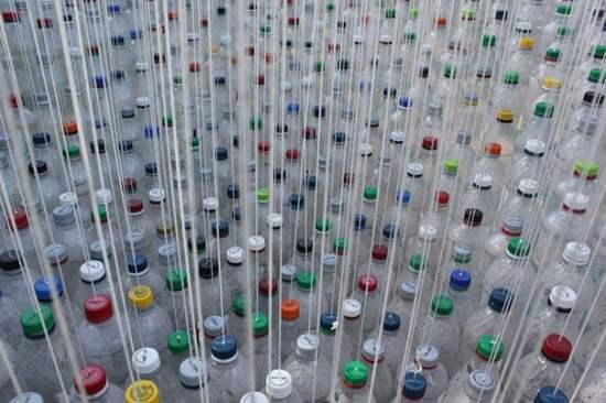 botellas colgando