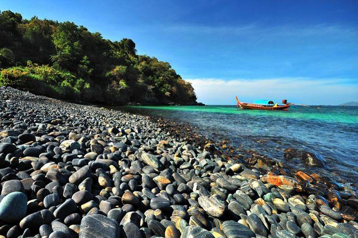playa en tailandia de rocas