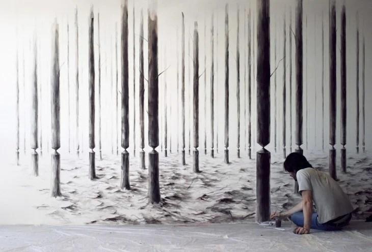 Pejac dibujando troncos de arboles