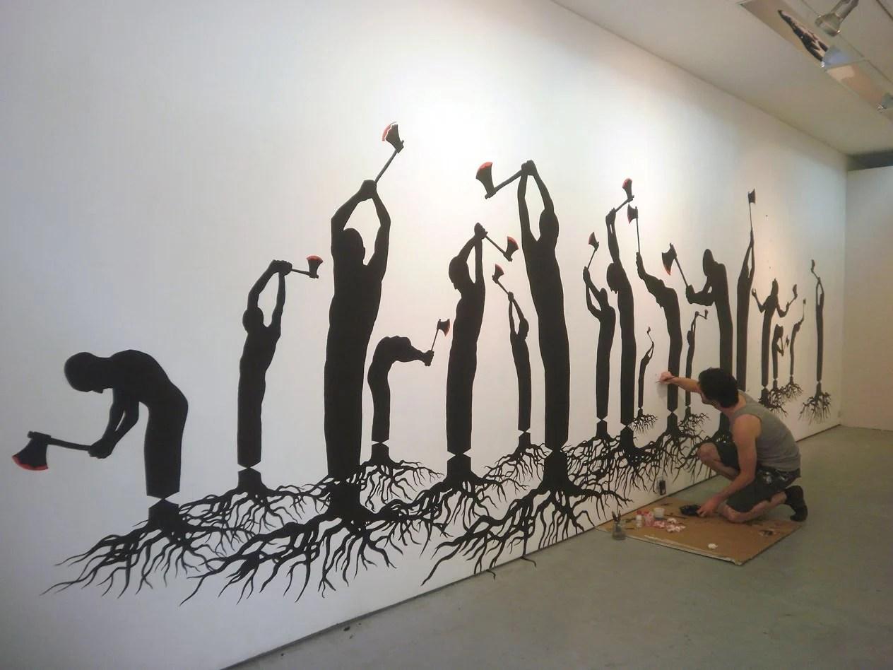 hombres leñadores con piernas de tronco y raíces