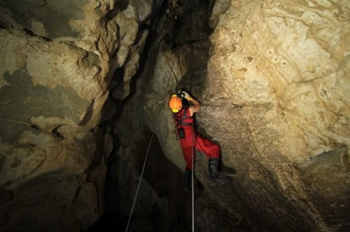 Excursión en la Cueva Fun Fun en el Cerro Kárstico de Capote