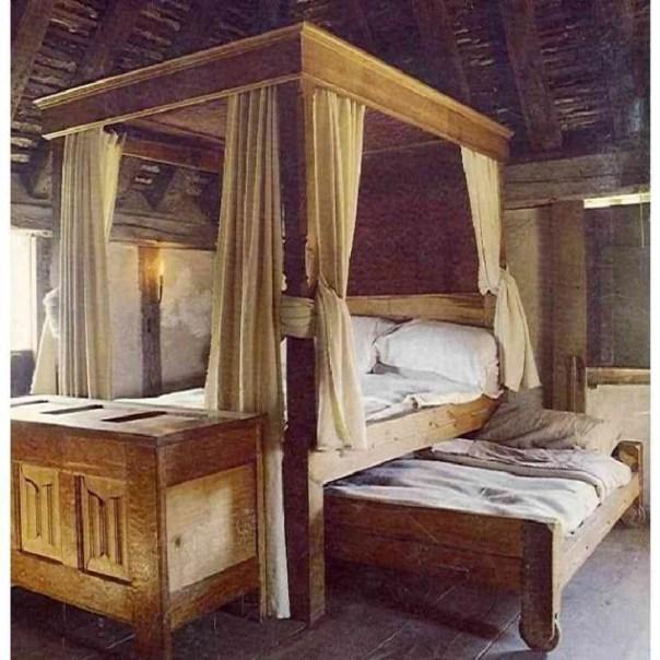 cama con dosel de la epoca medieval