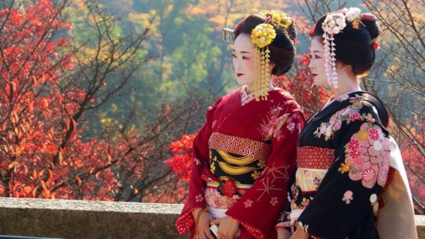 Geishas durante el otoño en Kyoto, Japón